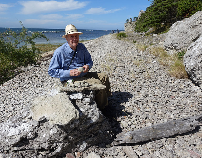 Steven examines early Silurian fossils found in the sea cliffs of Gotland (Ireviken).